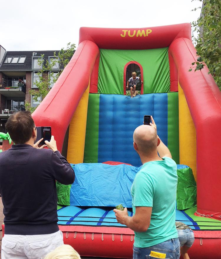 Base Jump met fotograverende vaders