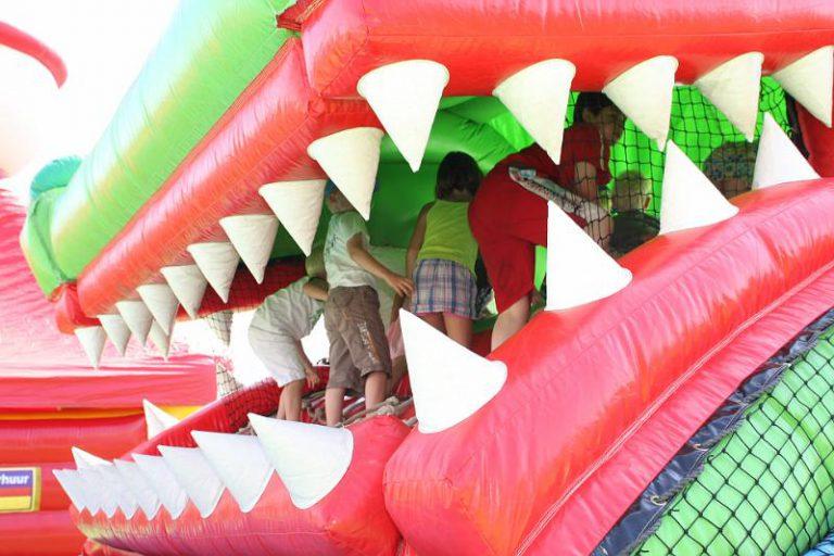 luchtkussen krokodil met bek open en dicht