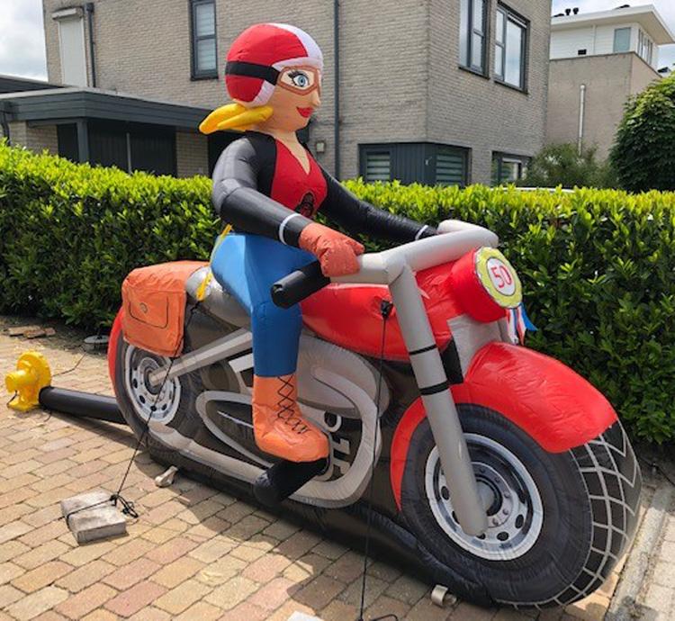 Sarah feestpop op motor huren Zwolle