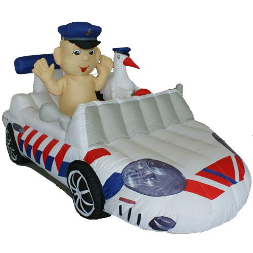 Opblaasbare baby in Politieauto huren
