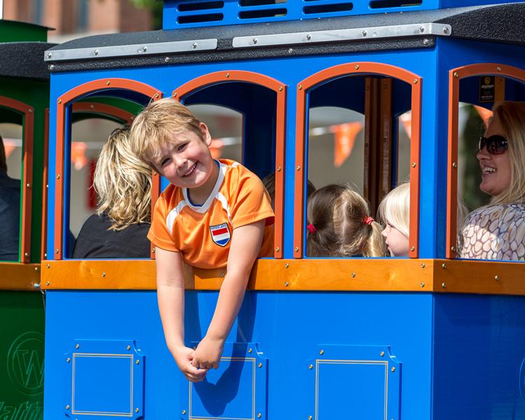 Kleurrijke Kindertrein huren Apeldoorn Nijmegen Utrecht